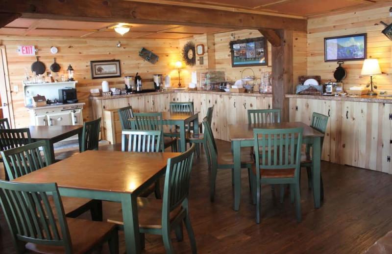 Breakfast room at Vacationland Inn.