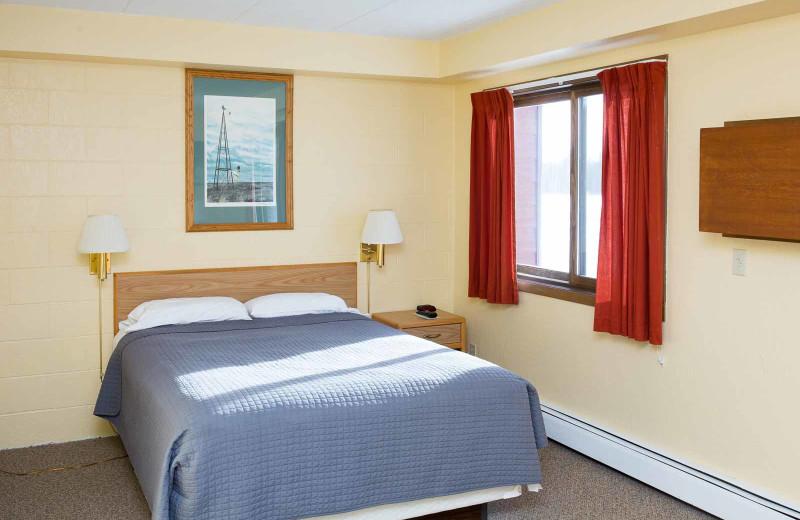 Guest room at River Bend's Resort & Walleye Inn.