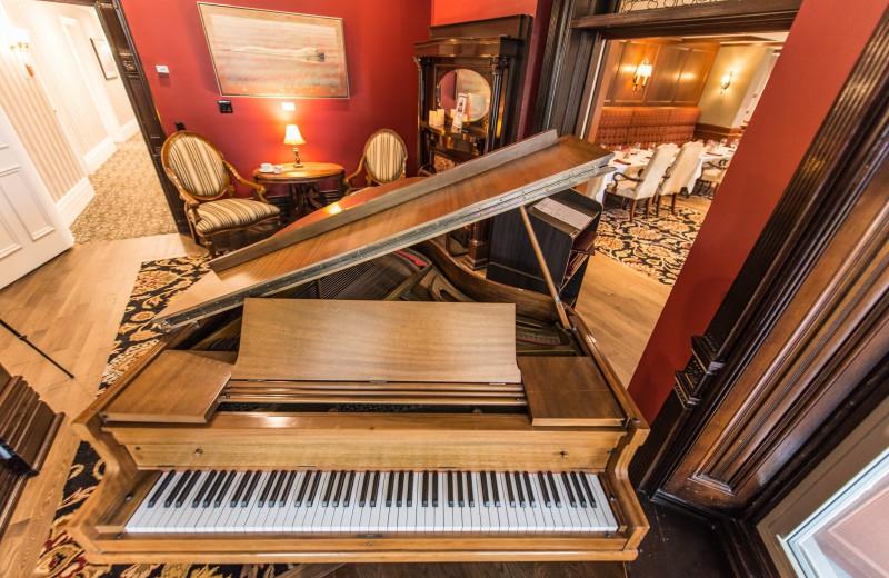 Piano at Idlewyld Inn.