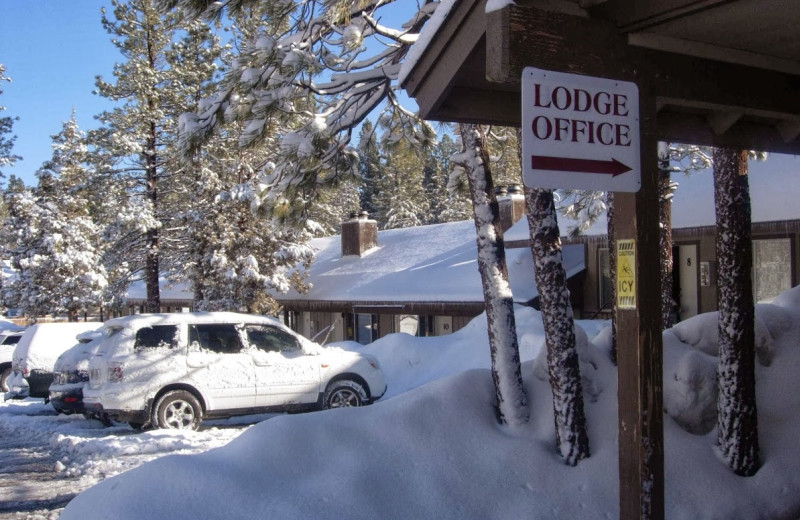 Exterior view of Vintage Lakeside Inn.