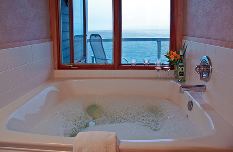Hot tub at Bluefin Bay on Lake Superior.