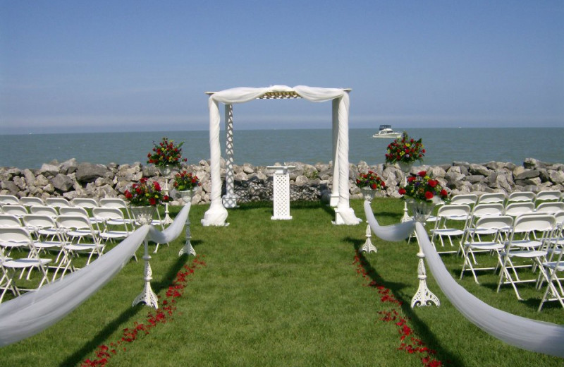 Wedding ceremony at Sawmill Creek Resort.