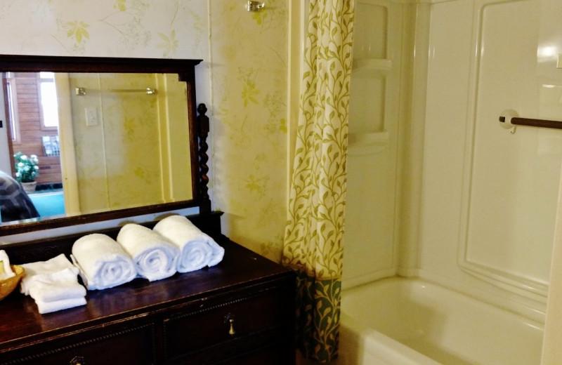 Guest bathroom at Dancing Bears Inn.