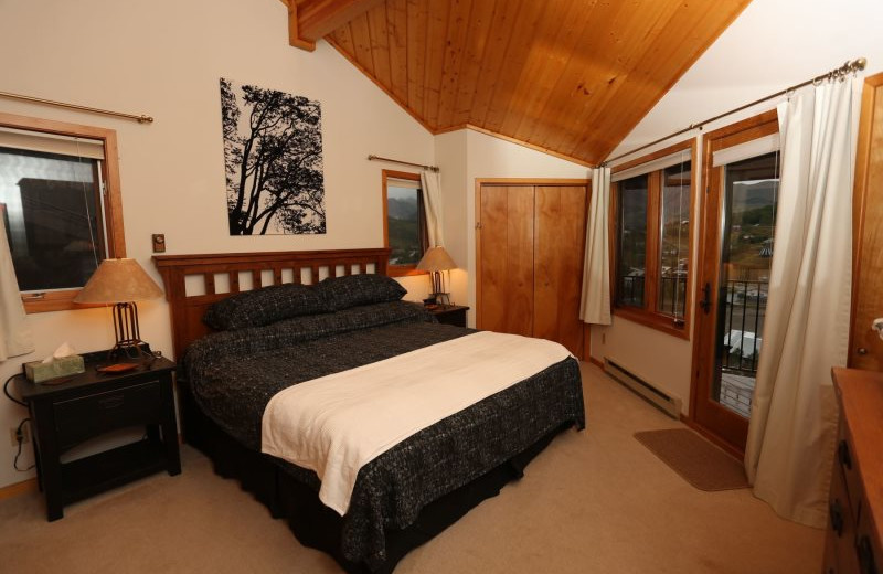 Rental bedroom at Alpine Getaways.