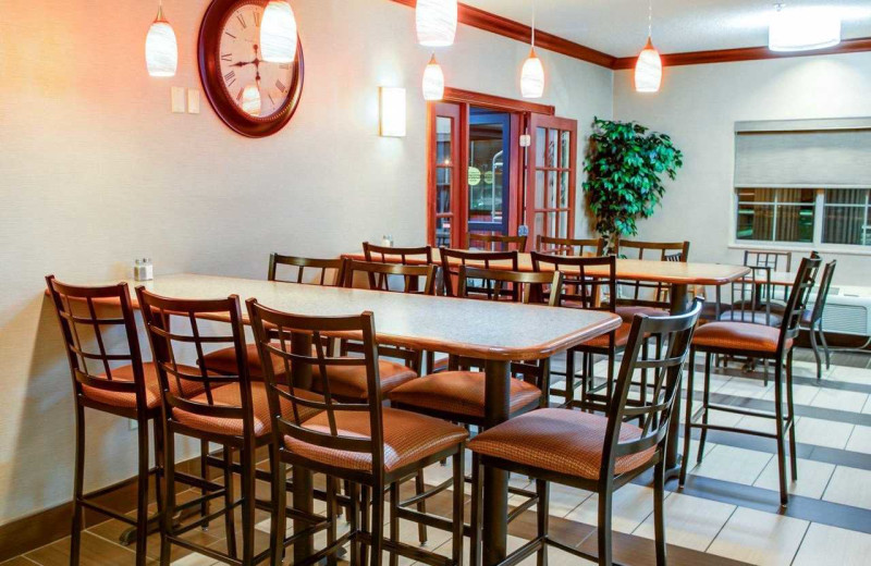 Dining at Comfort Suites Stevensville - St. Joseph.