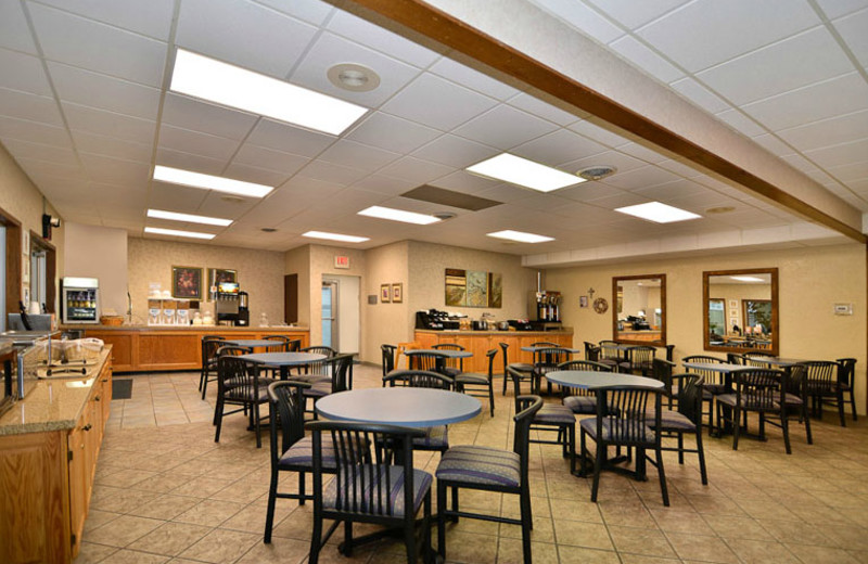 Breakfast Area at Best Western Center Pointe Inn
