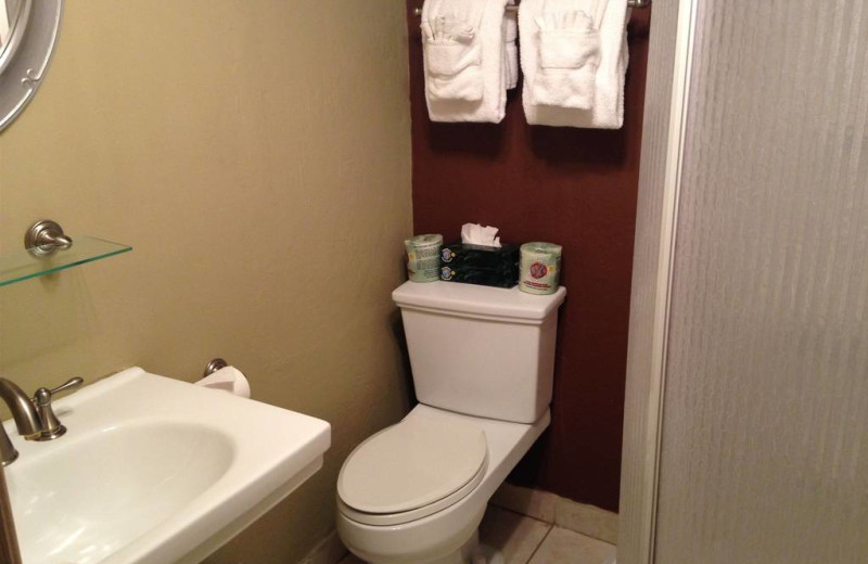 Guest bathroom at Old Creek Resort.