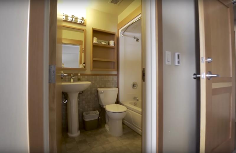 Guest bathroom at Cariboos Lodge.