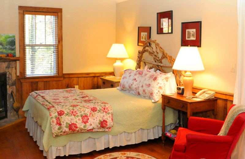 Guest room at Orchard Inn and Cottages.