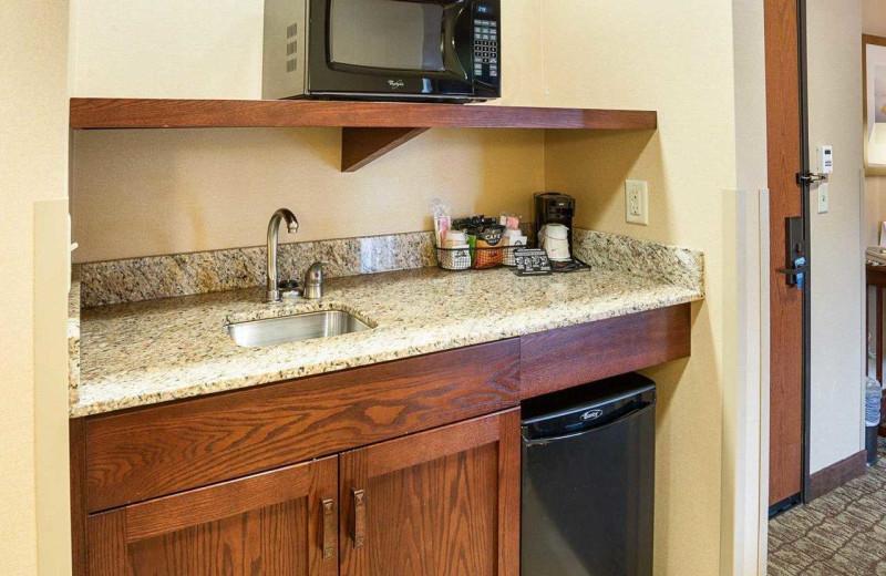 Guest amenities at Comfort Suites Canal Park.