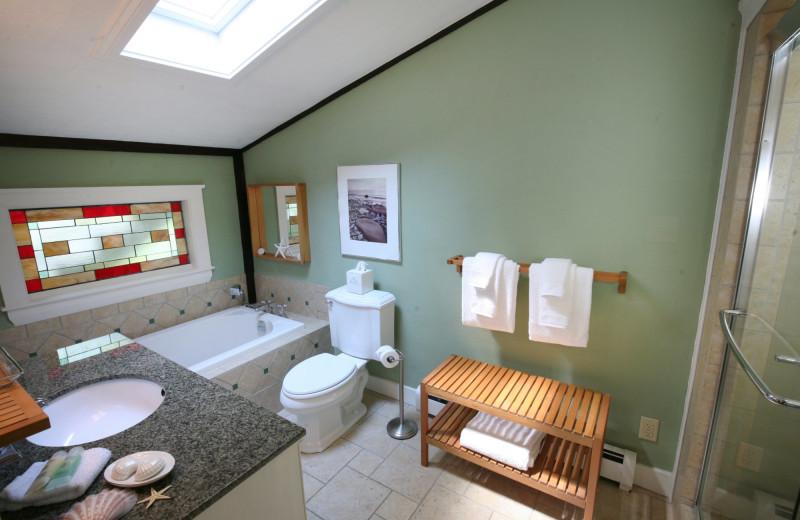 Guest bathroom at Morning Glory Inn.