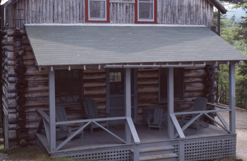 Paige cottage exterior at Elk Lake Lodge.