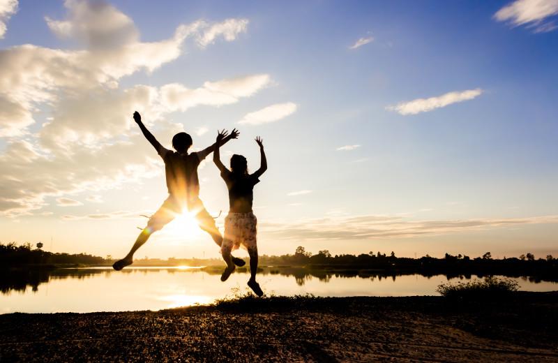 Kids jumping in lake at America's Best Value Inn - Fergus Falls.