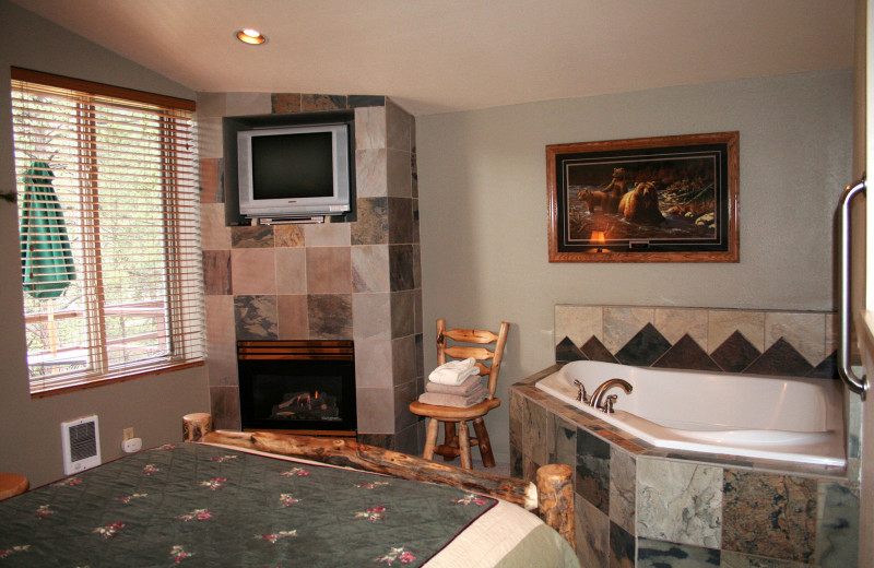 Guest jacuzzi suite at Fawn Valley Inn.
