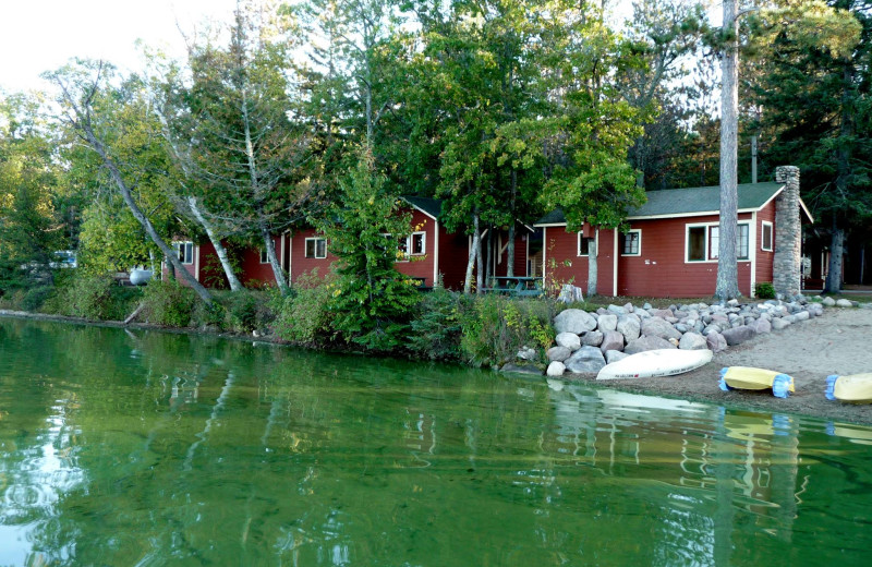 Lakeside cabins at Anderson's Starlight Bay Resort.