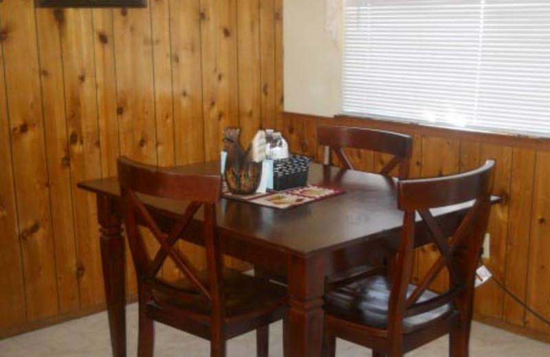 Cottage dining area at Blue Horizon Lodge.