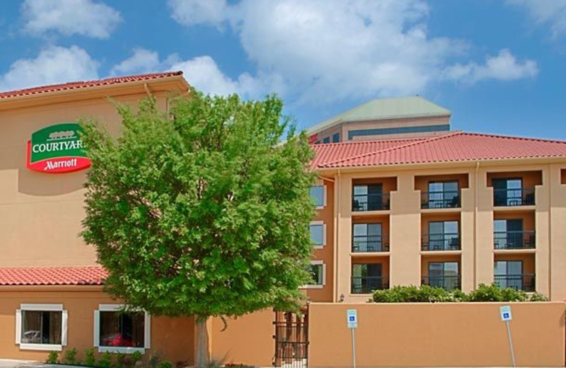 Exterior view of Courtyard Fort Worth West/Lands End.