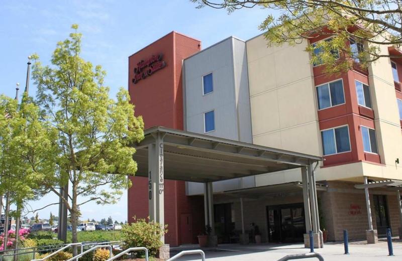 Exterior view of Hampton Inn & Suites Bremerton, WA.