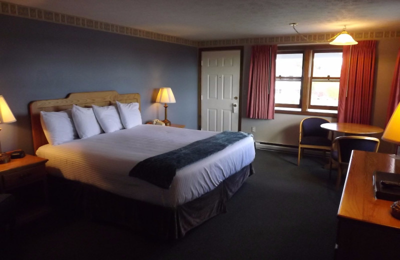 Guest room at Mariner Resort.