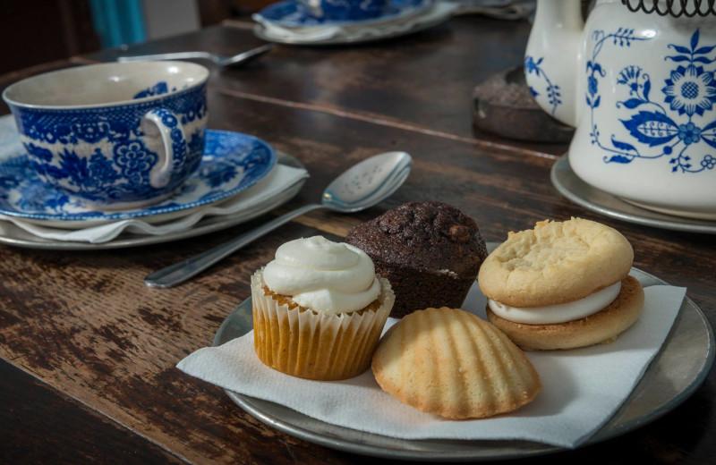 Desserts at The White Swan Tavern.