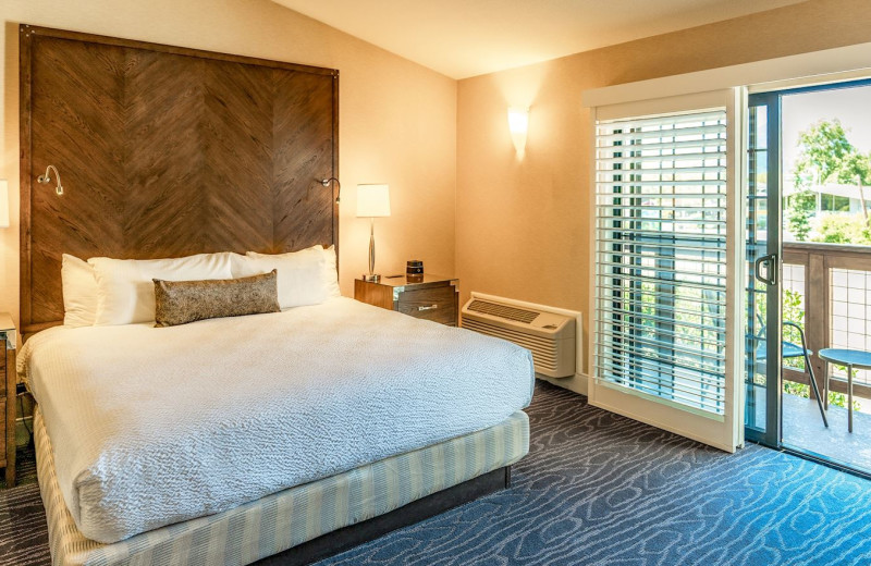 Guest room at Best Western Plus Stevenson Manor Inn.