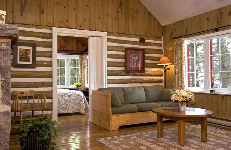 Crowe Cottage, three bedroom cabin at Killarney Lodge.