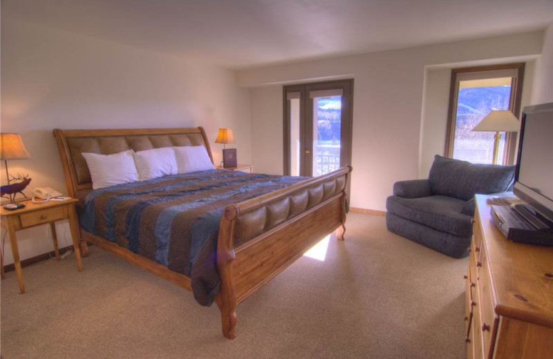 Rental bedroom at Lodge At Avon Center.