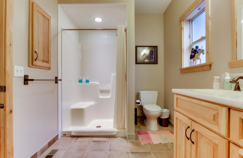 Guest bathroom at Olympic Foothills Lodge.