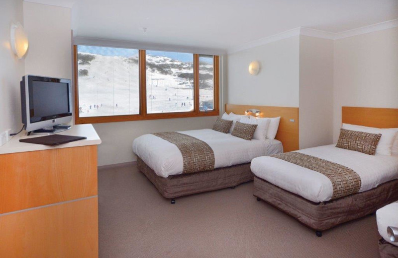 Guest room at Smiggins Hotel and Chalet Apartments.