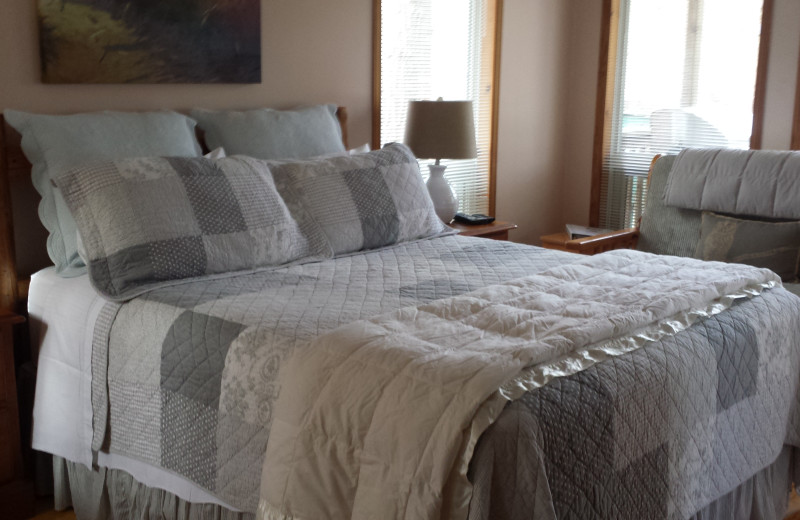 Guest bedroom at Ogopogo Resort.