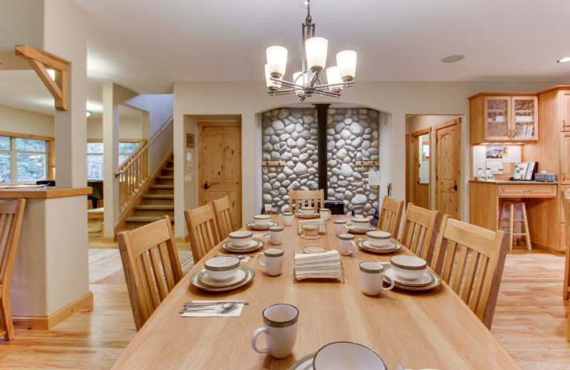 Dining room at Olympic Foothills Lodge.
