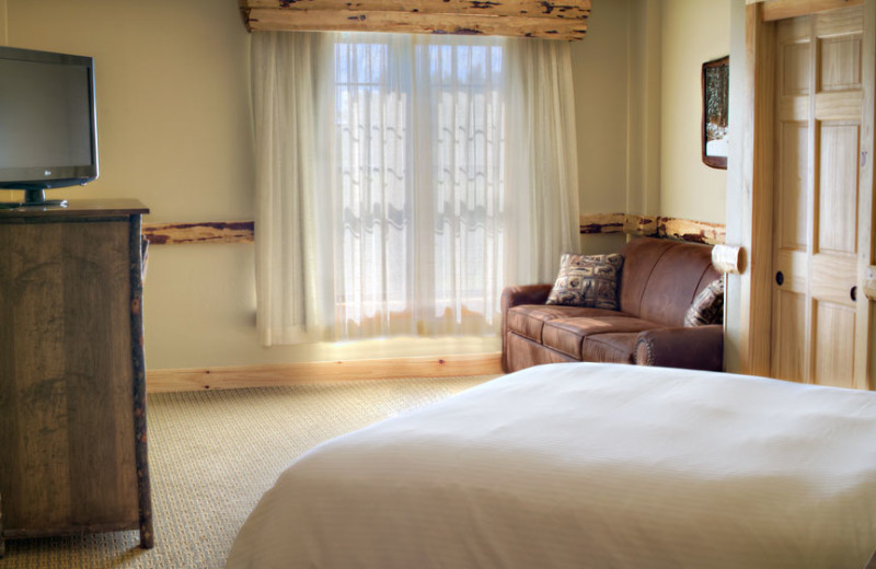 Guest bedroom at Hope Lake Lodge & Indoor Waterpark.