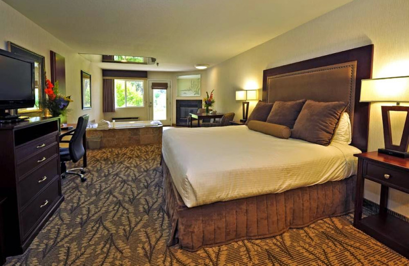 Guest room at Shilo Inn Bend.