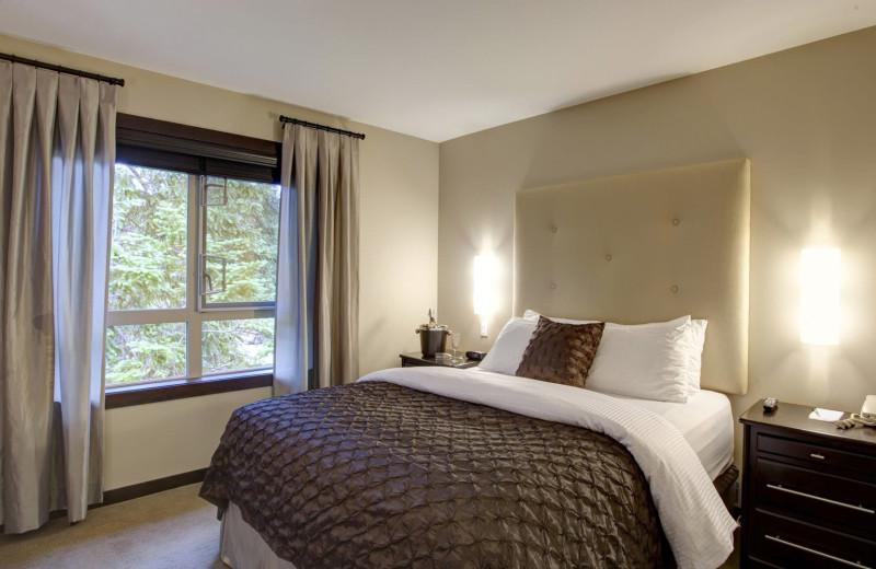 Guest bedroom at Sunrise Ridge Waterfront Resort.