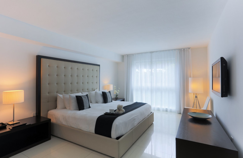 Guest bedroom at Bal Harbour Quarzo Luxury Boutique Hotel.