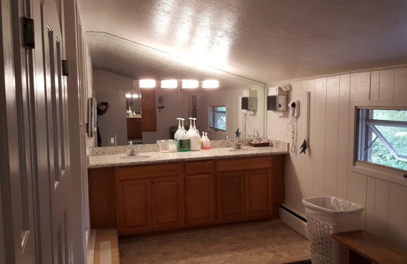 Guest bathroom at St. Moritz Lodge & Condominiums.