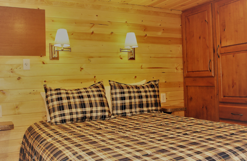 Guest bedroom at Glenwood Canyon Resort.