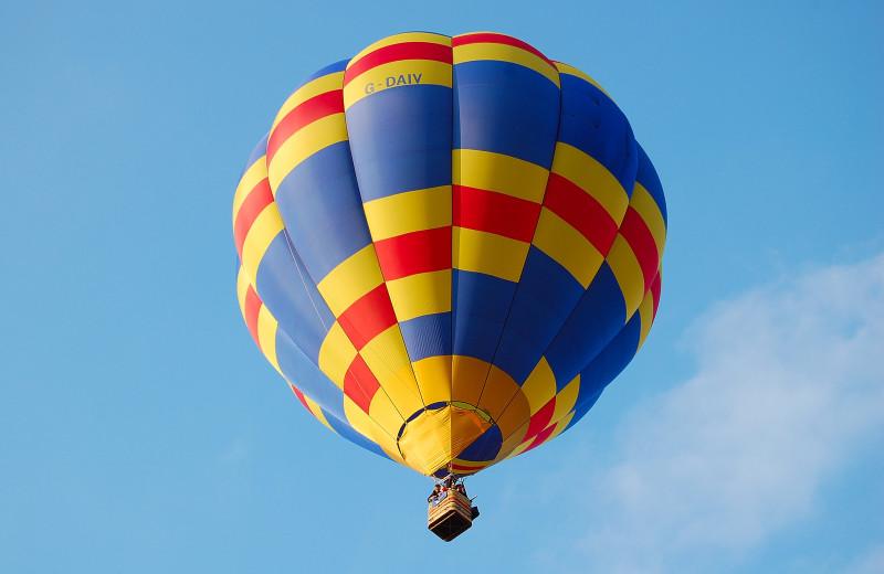 Hot air balloon rides near Leabridge Vacations.