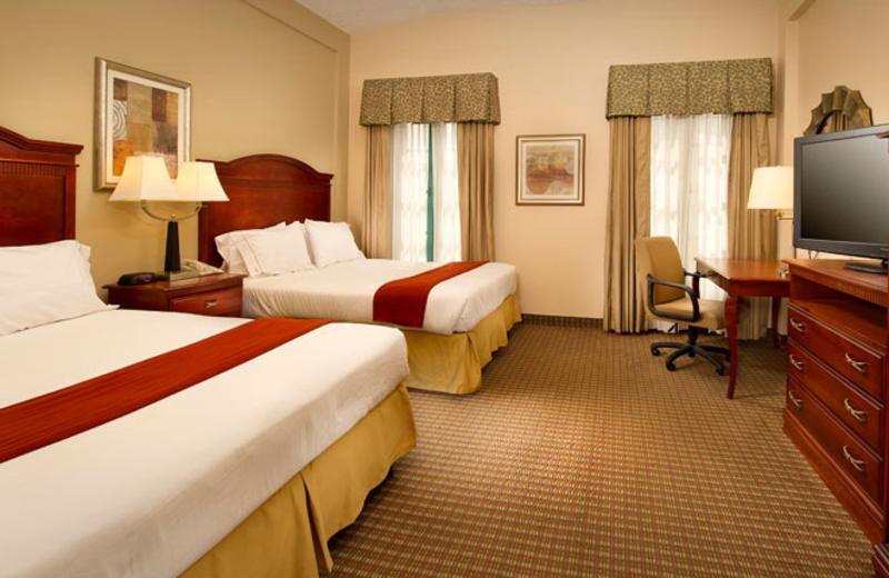 Double guestroom at Holiday Inn Express San Antonio.