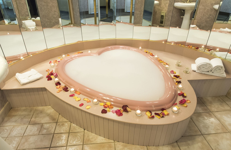 Guest hot tub at Cove Haven Entertainment Resorts.
