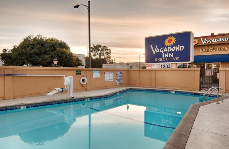 Outdoor pool at Vagabond Inn Pasadena.