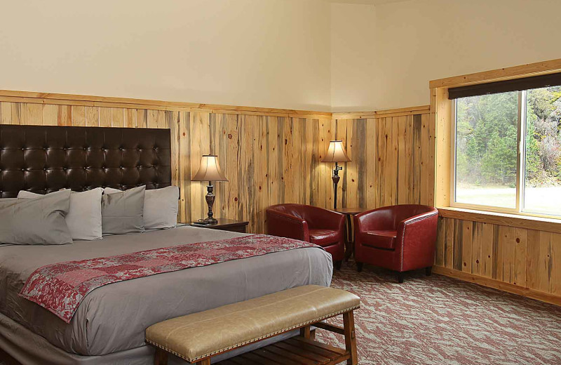 Guest bedroom at Quinn's Hot Springs Resort