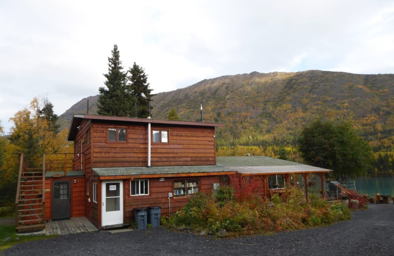 Exterior view of Kenai River Drifter's Lodge.
