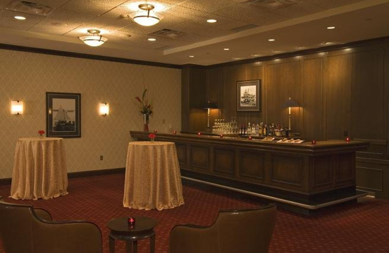 Minnetonka Lounge at Crowne Plaza Minneapolis