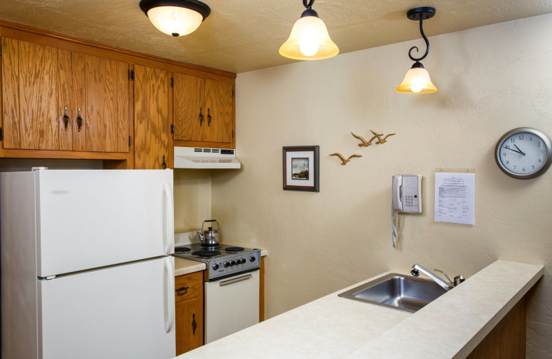 Guest kitchen at Waterbury Inn Condominium Resort.