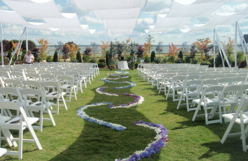 Wedding ceremony at Kingsmill Resort.