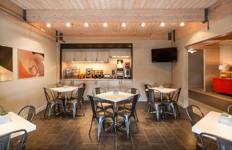 Dining Area at Harbor House Hotel & Marina at Pier 21
