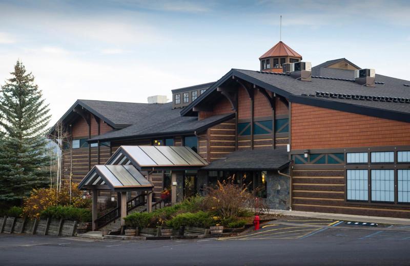 Exterior view of Stoneridge Resort.