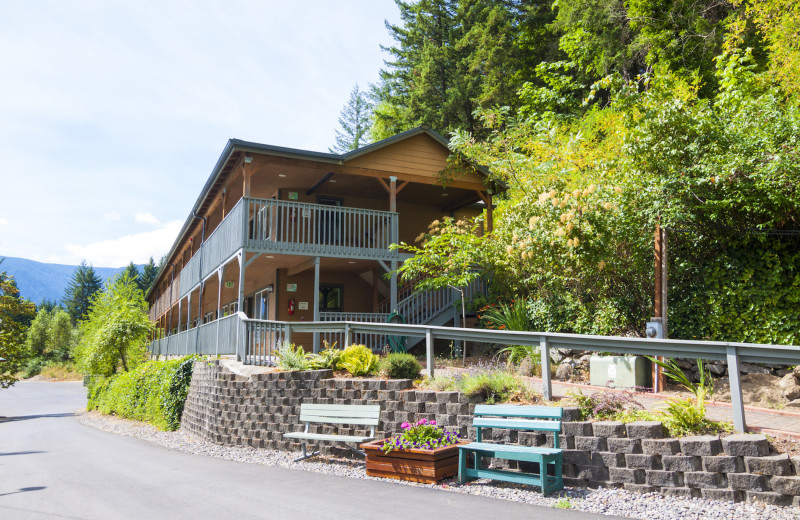 Exterior view of Carson Hot Springs Spa and Golf Resort.