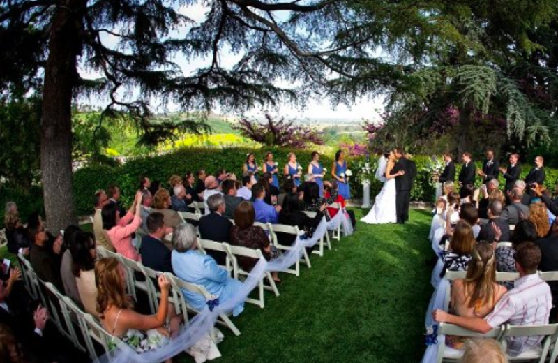 Outdoor wedding at Kellogg West Conference Center & Lodge.